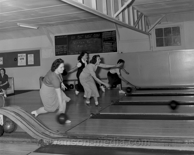 Vintage 1950's bowling