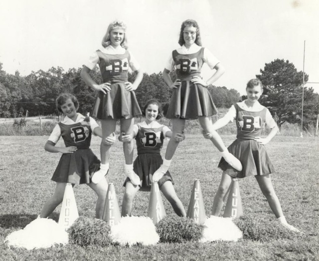 vitnage cheerleaders