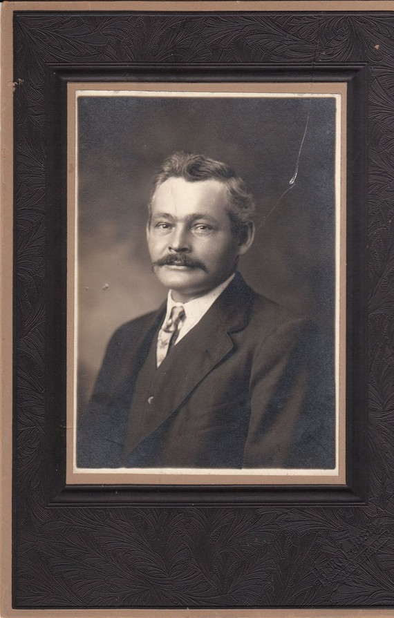1920s mustache