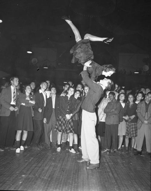 Jitterbug on 1940s Jitterbug Dance