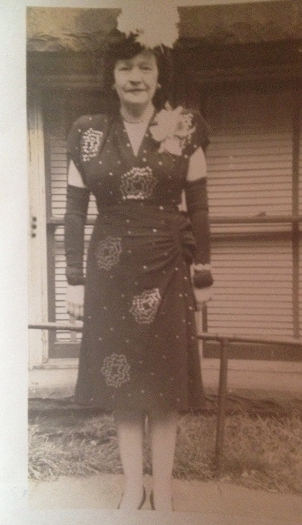 1940s woman in dress