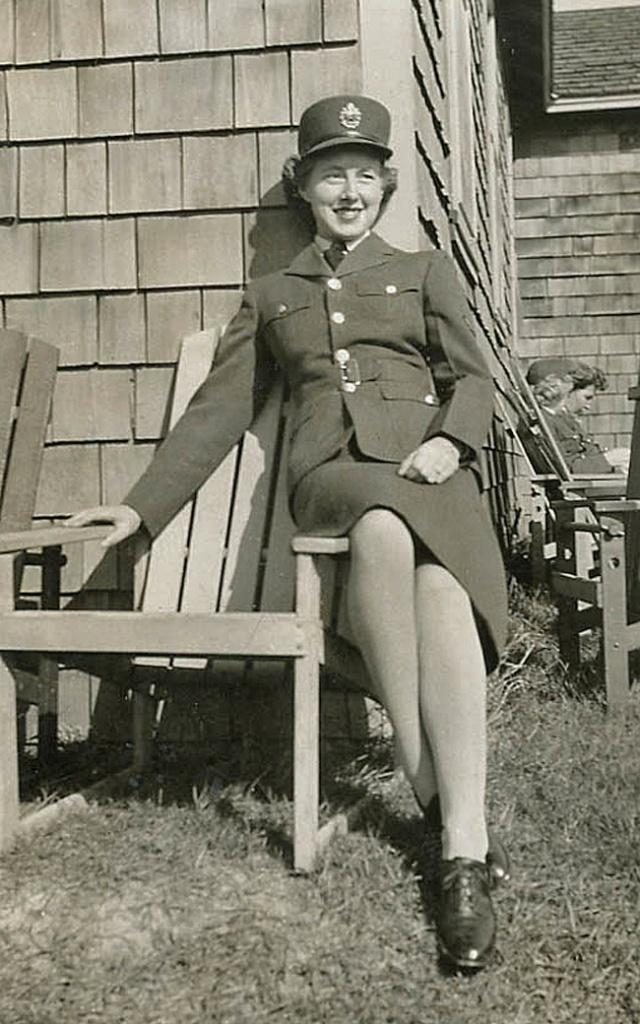 WW2 Uniforms for Women-RCAF WD Beryl McPhee